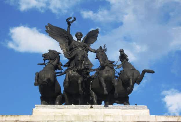London's 'most dramatic sculpture' - the Quadriga - gets a £250k scrub up