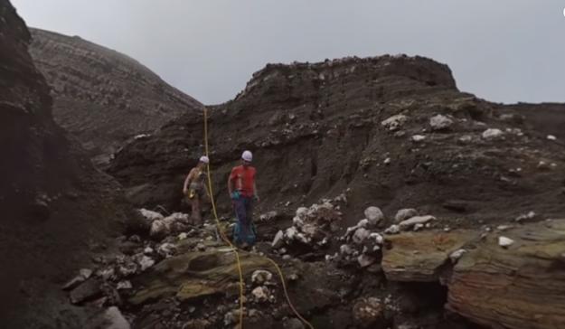 Incredible 360 degree footage shows team descend into active volcano in Vanuatu