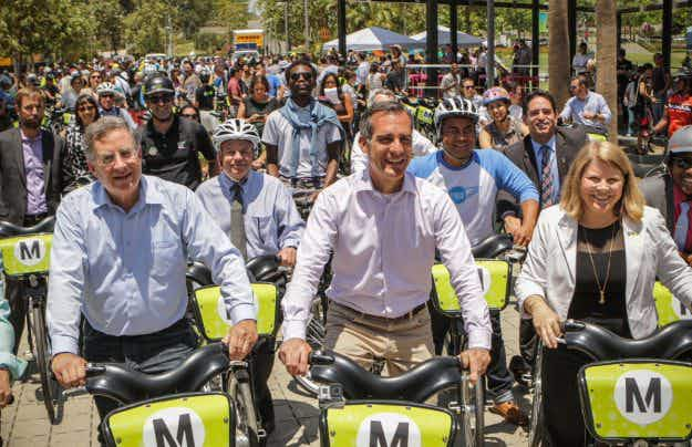 Los Angeles hopes for gridlock relief as bike-share scheme hits the streets