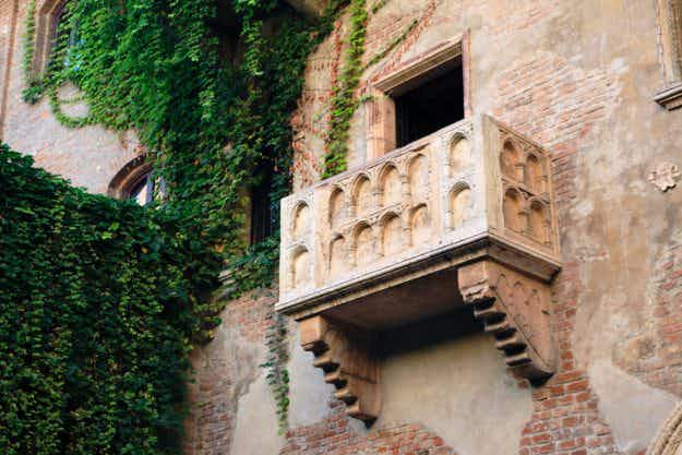 Same-sex civil unions to take place on Juliet's balcony in Verona