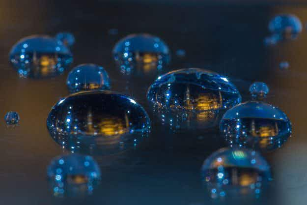 Incredible macro photography shows cities captured in tiny water drops