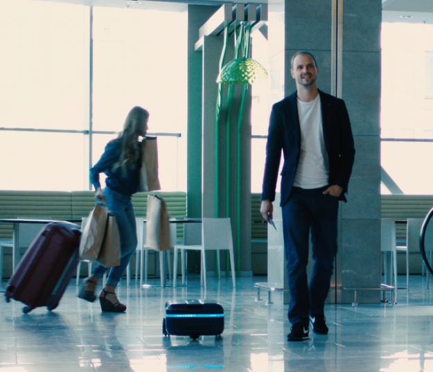 This smart autonomous suitcase that moves by itself might just be the dream piece of luggage