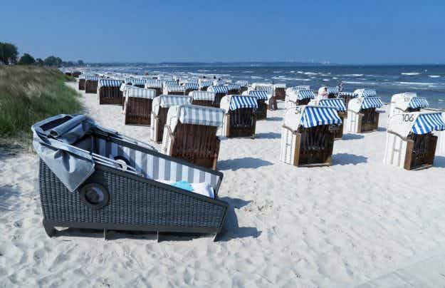 This sleeping beach bed has just scooped an innovative tourism award