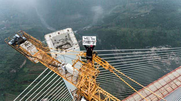 Daredevil photographer scales the world's tallest bridge to propose to his girlfriend