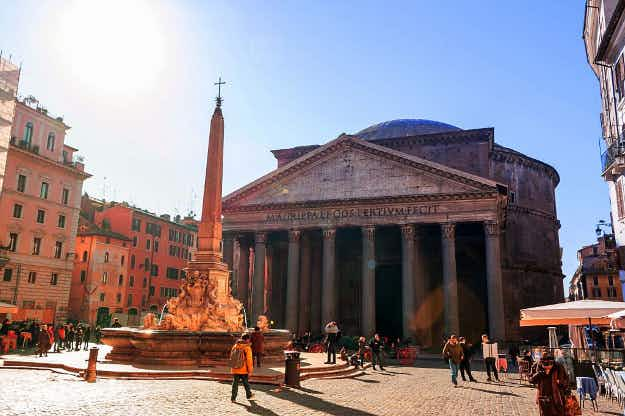 Tourist buses banned from centre of Rome to protect historic area