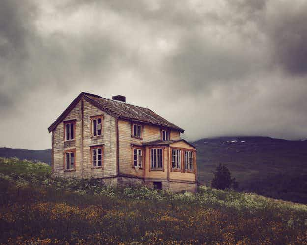 A photographer has documented amazing abandoned houses above the Arctic Circle