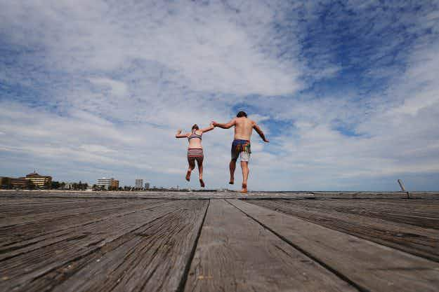 In pictures: Melbourne sizzles in temperatures of 40 degrees as heatwave hits
