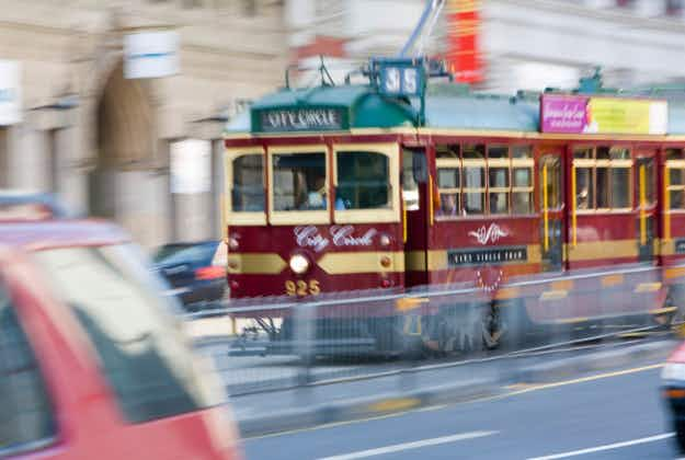 The sun shines on Melbourne as trams to go completely solar-powered by 2018
