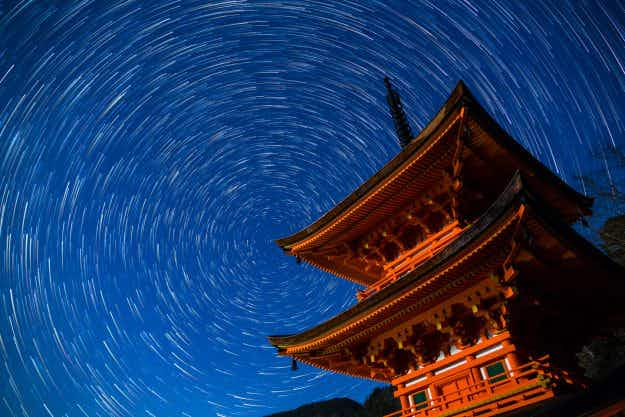 Stunning pictures of whirling star trails over Chofukuji Temple in Okayama, Japan