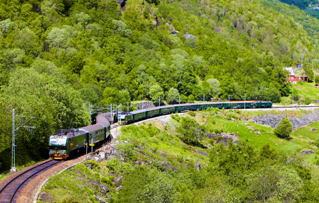 A fully immersive 360º video allows you to 'travel' along the famous Norwegian Flåm Railway from your sofa