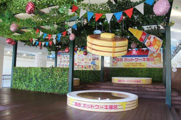 This Japanese spa allows guests to bathe in a giant pool of maple syrup