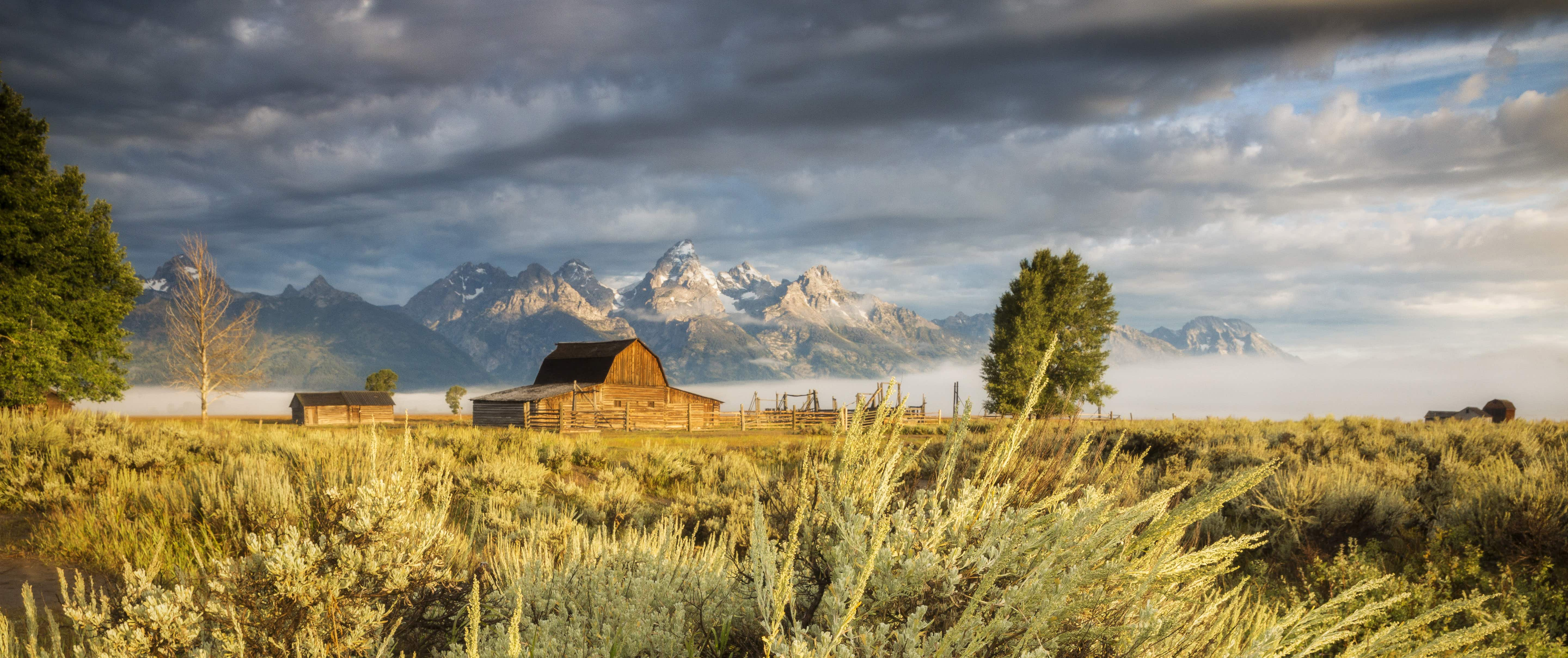 Here's how to spend six weeks travelling around Wyoming in a tiny house