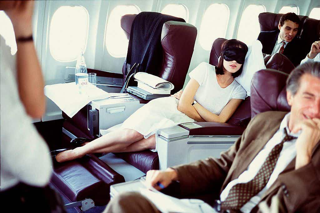 You should pay for the right to recline your seat on a plane, a new study claims