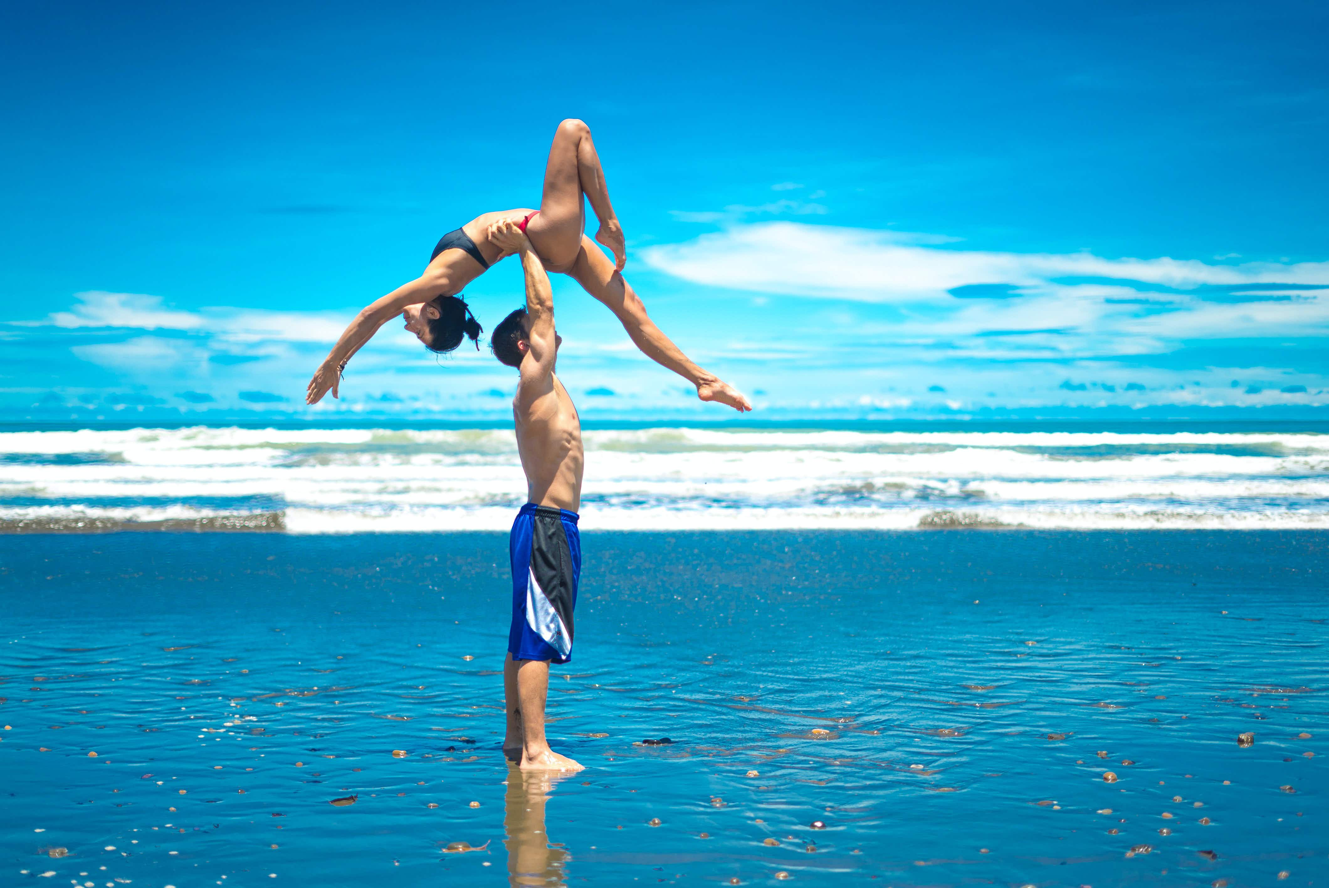 Meet the yoga-loving couple who are travelling the world
