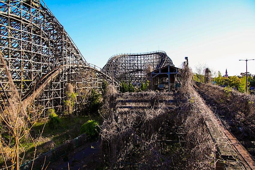 See Inside Japan S Abandoned Nara Dreamland Amusement Park Lonely Planet
