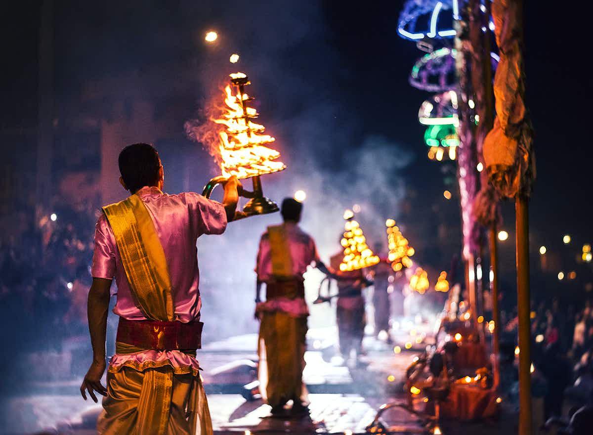 Bangladeshi photographer snaps daily life in the holy city of Varanasi