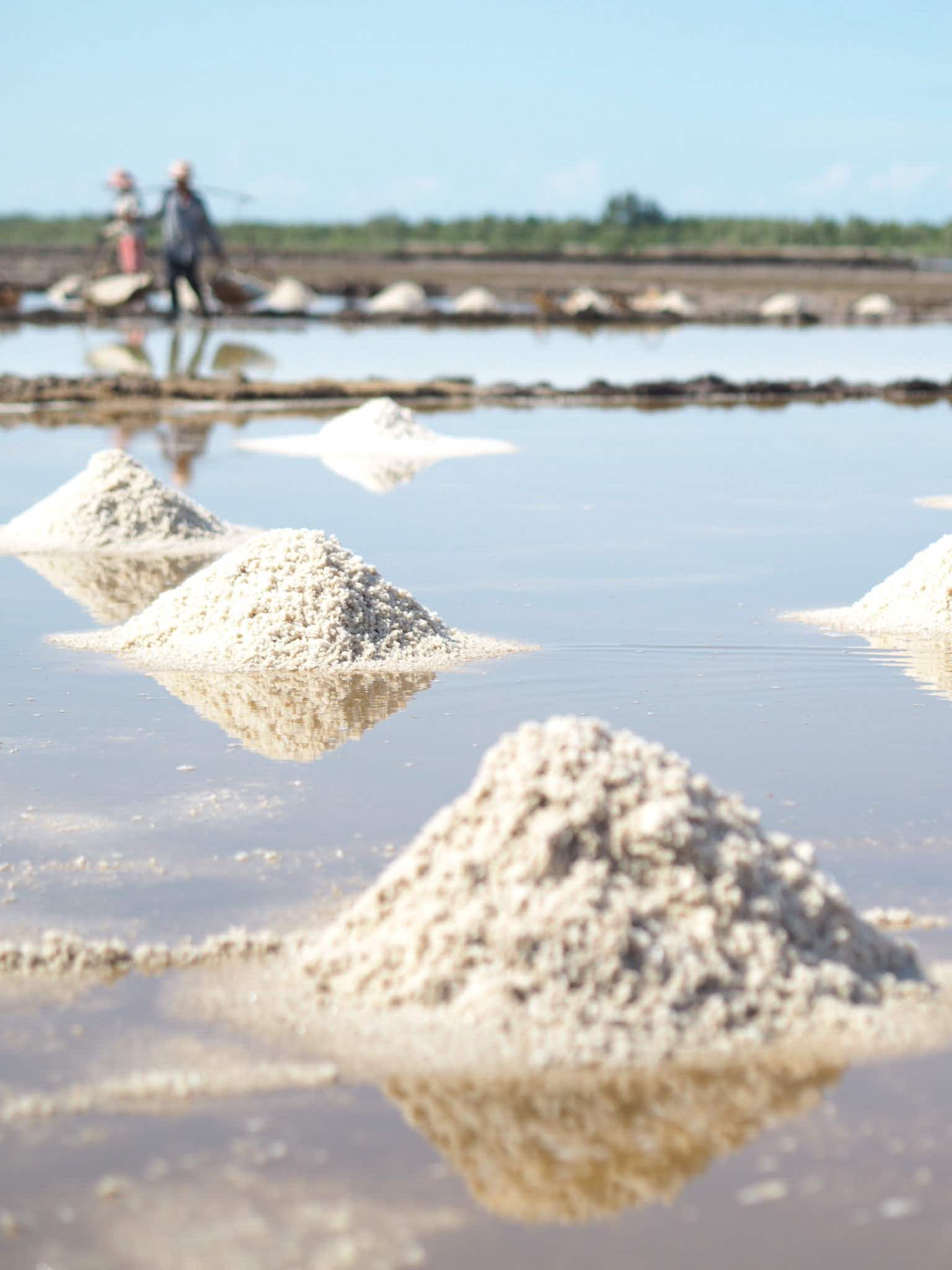 Blogger captures life as a salt farmer in rural Cambodia with these beautiful images