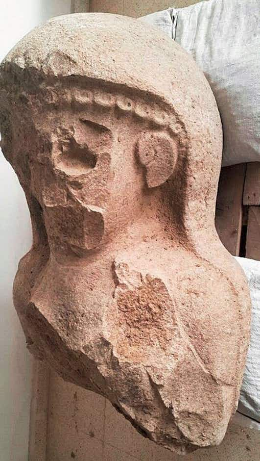 Archaeologists unearth remains of a mysterious 3000-year-old female statue in Turkey