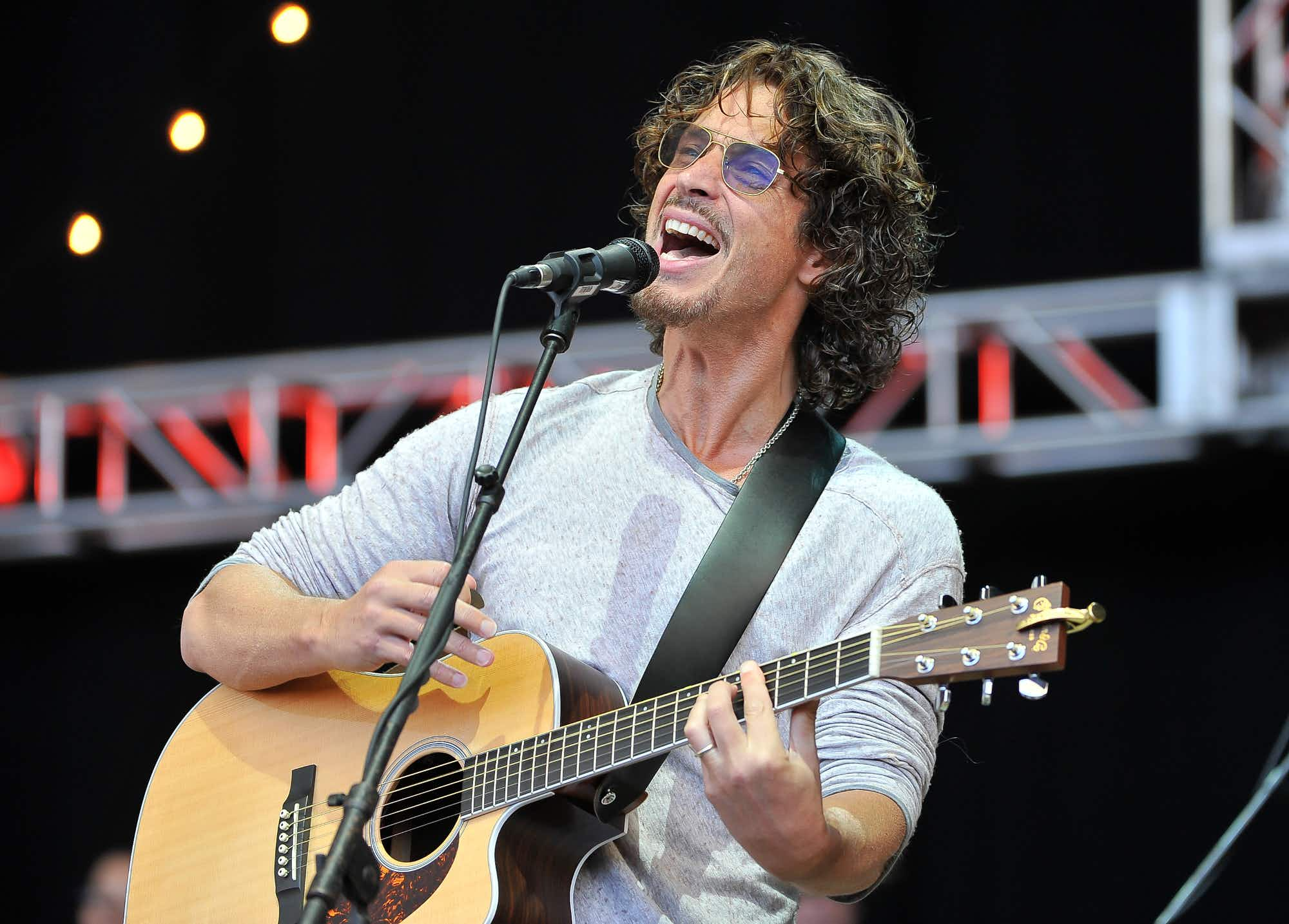 A memorial statue dedicated to musician Chris Cornell is set to be erected in his home town of Seattle