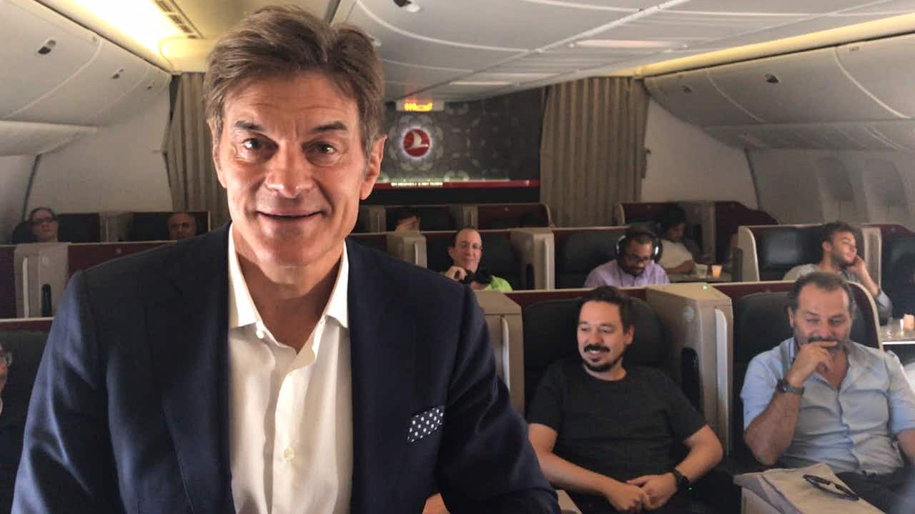 Dr. Oz surprises passengers by sharing his flying hacks on a plane from Istanbul to JFK