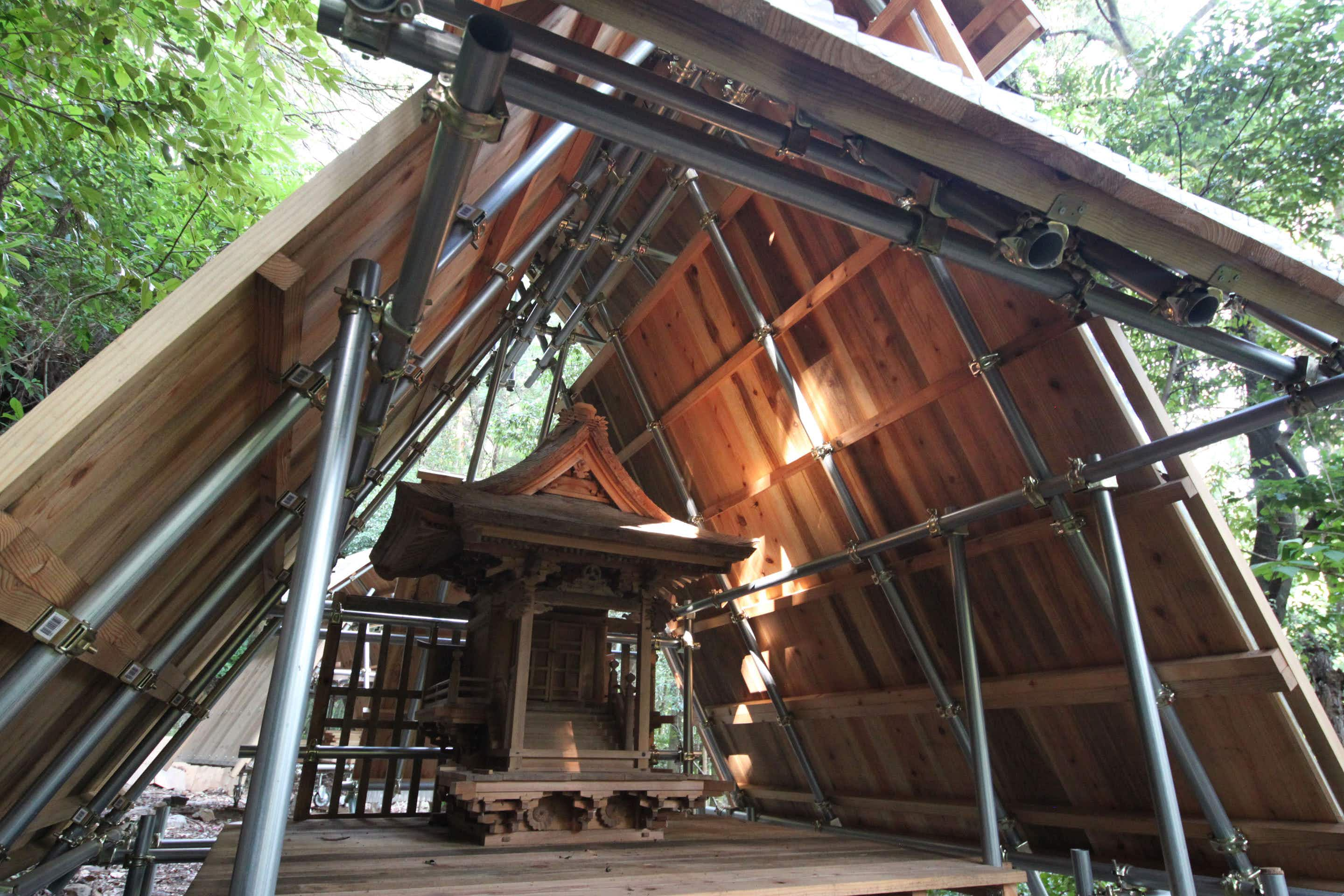 Architect builds portable wooden shrine in Japan's Kochi Mountains
