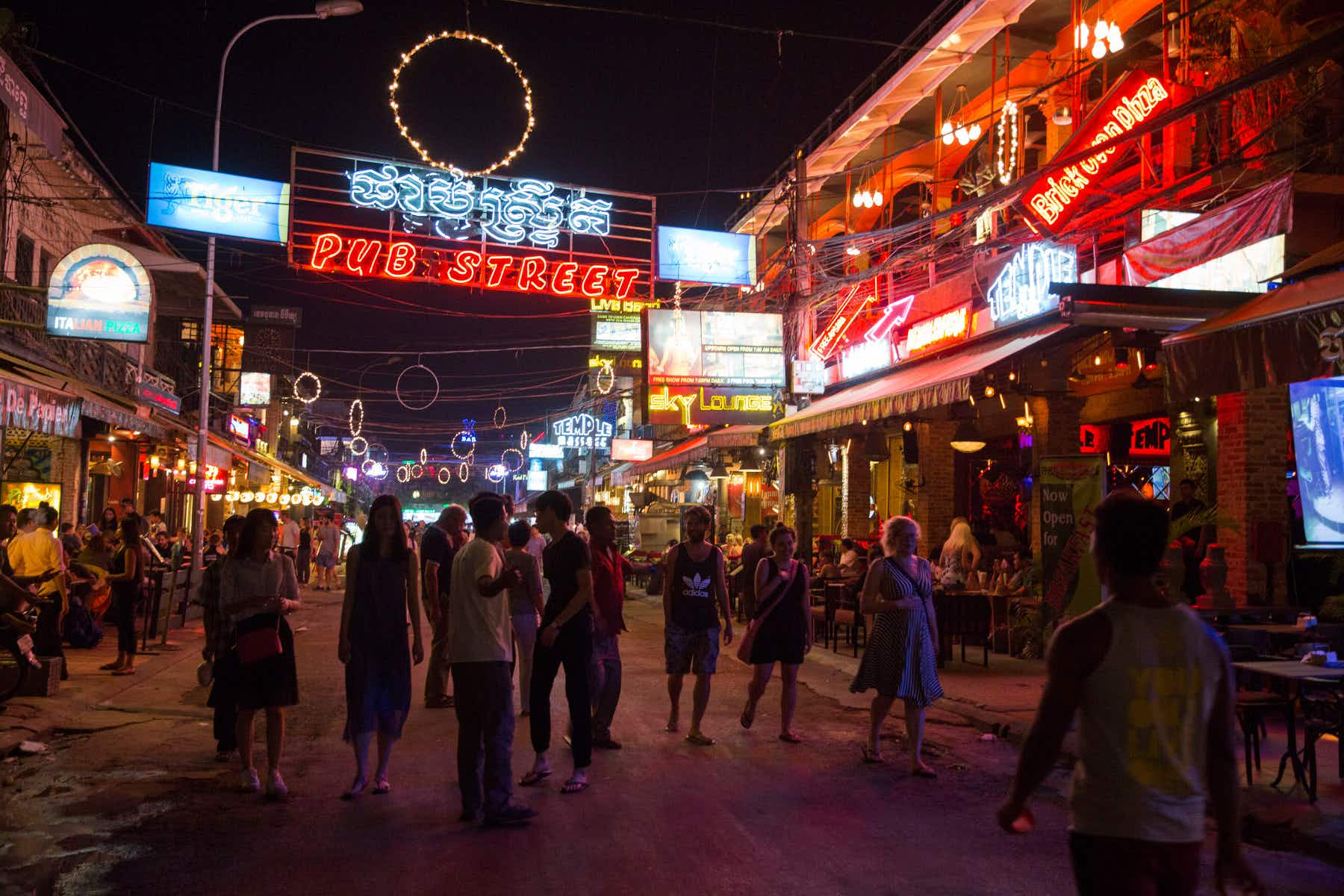 Siem Reap targets Pub Street and street vendors in a city-wide clean up