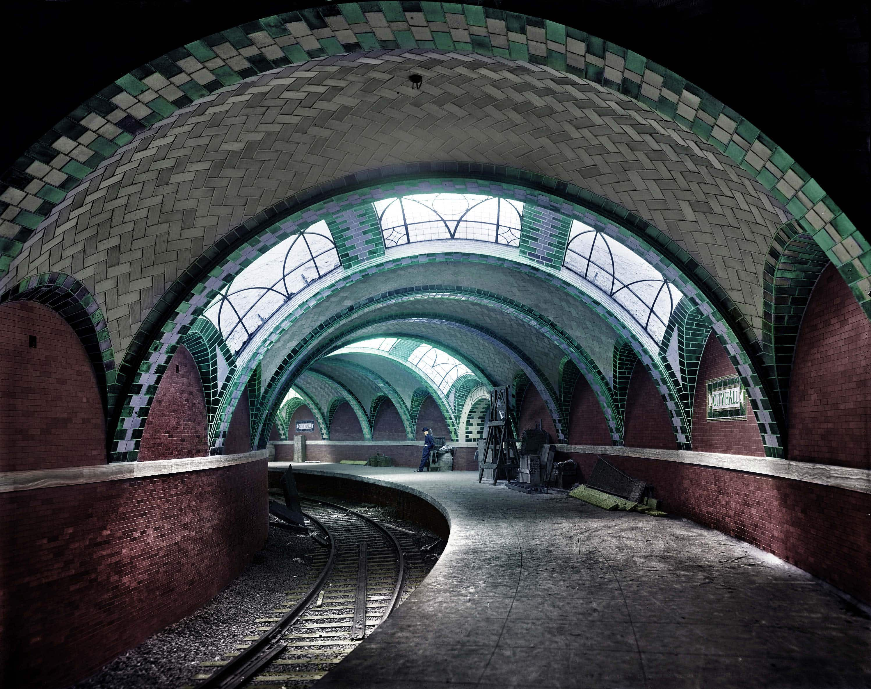 Colorized photograph brings NYC's City Hall station back to life