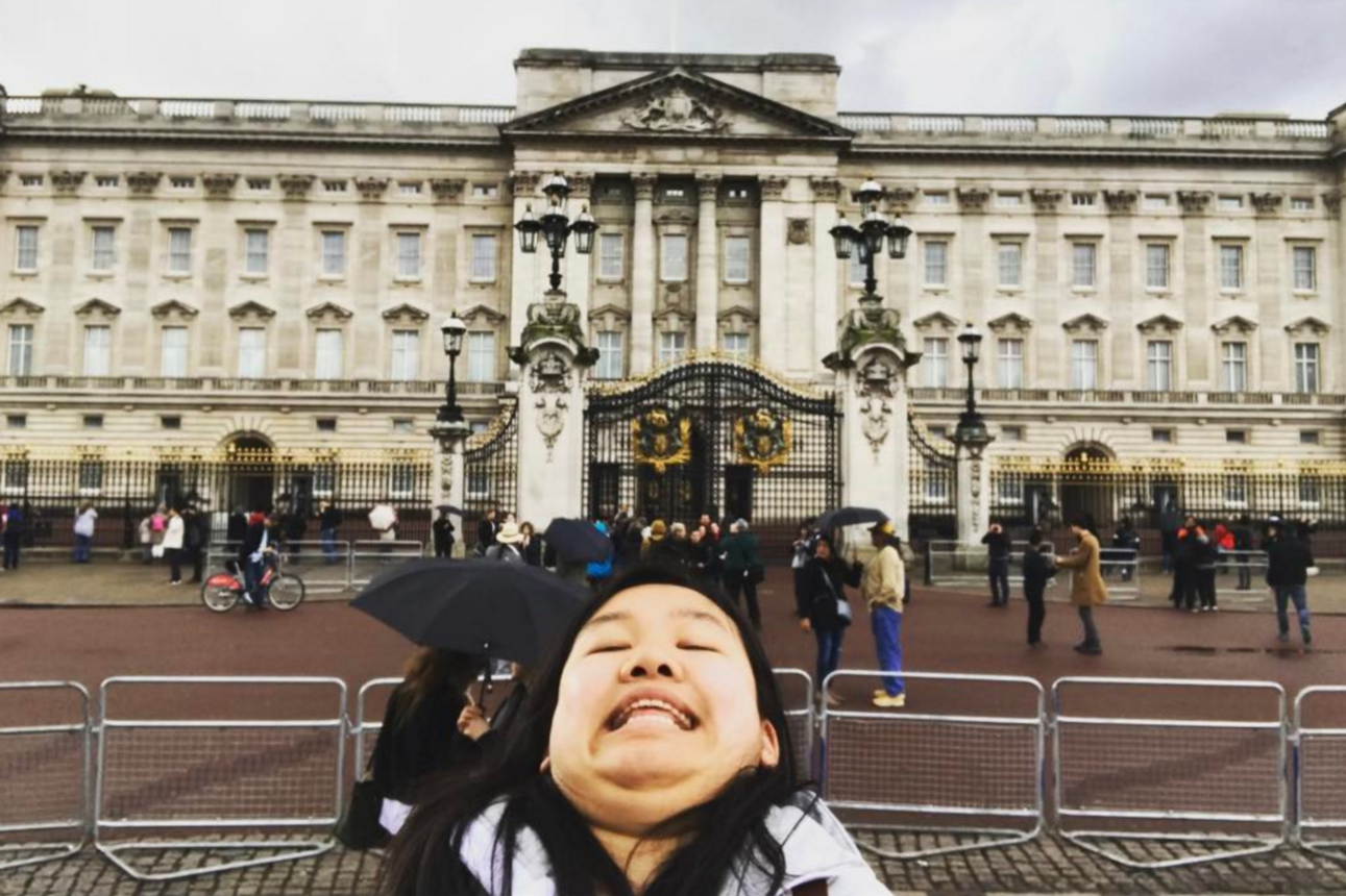 A traveller is 'chinning' her way around the world on Instagram