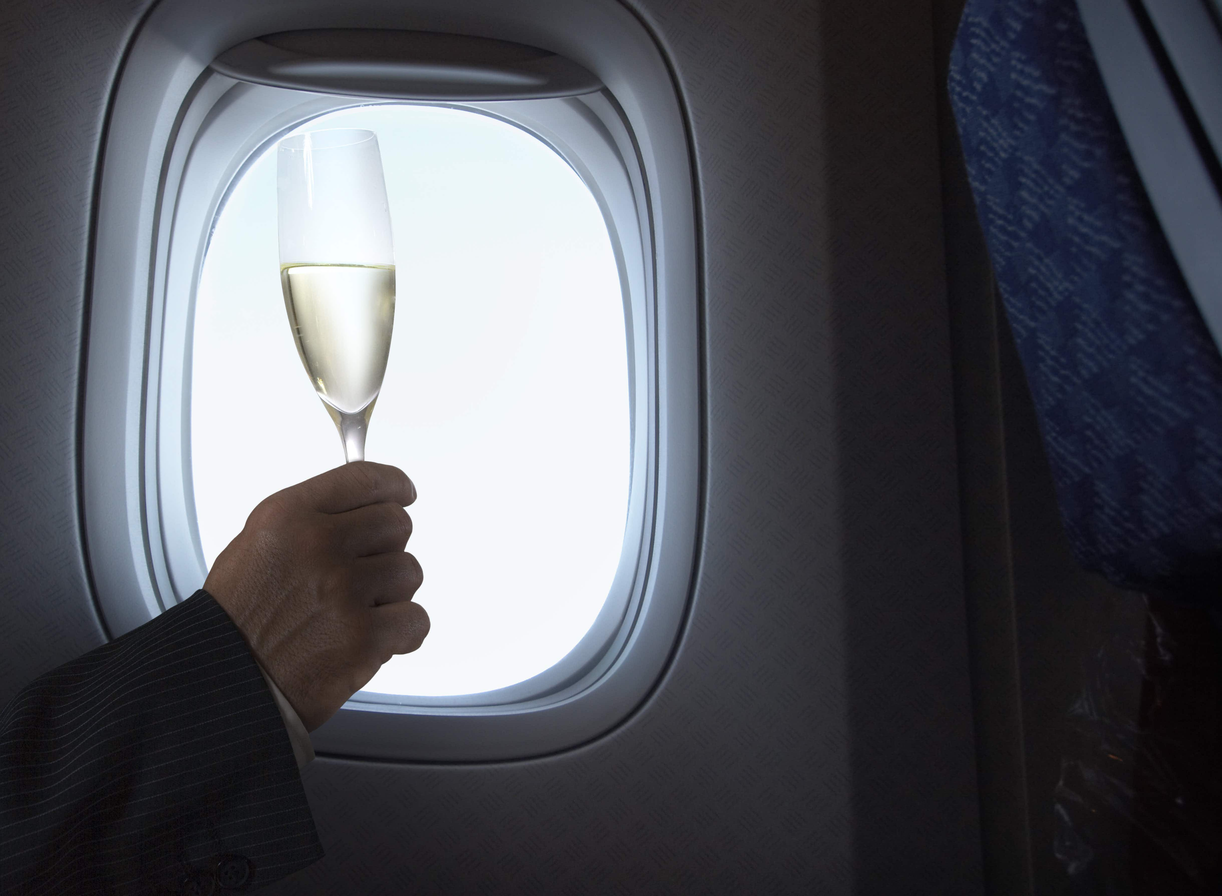 This US airline is now offering free prosecco on international flights