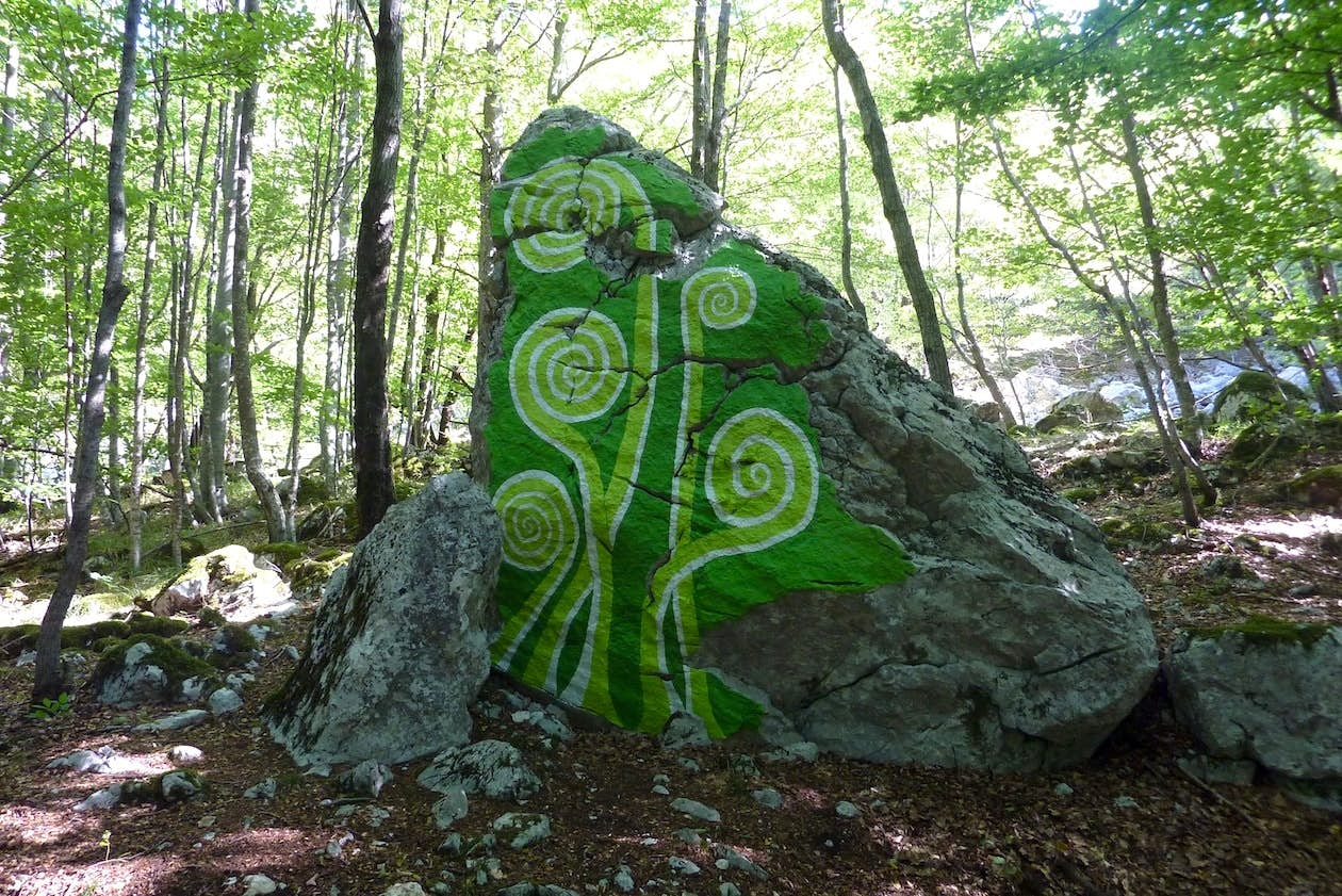 More spirals are found painted on the rock. Photo by Boris Pecigoš