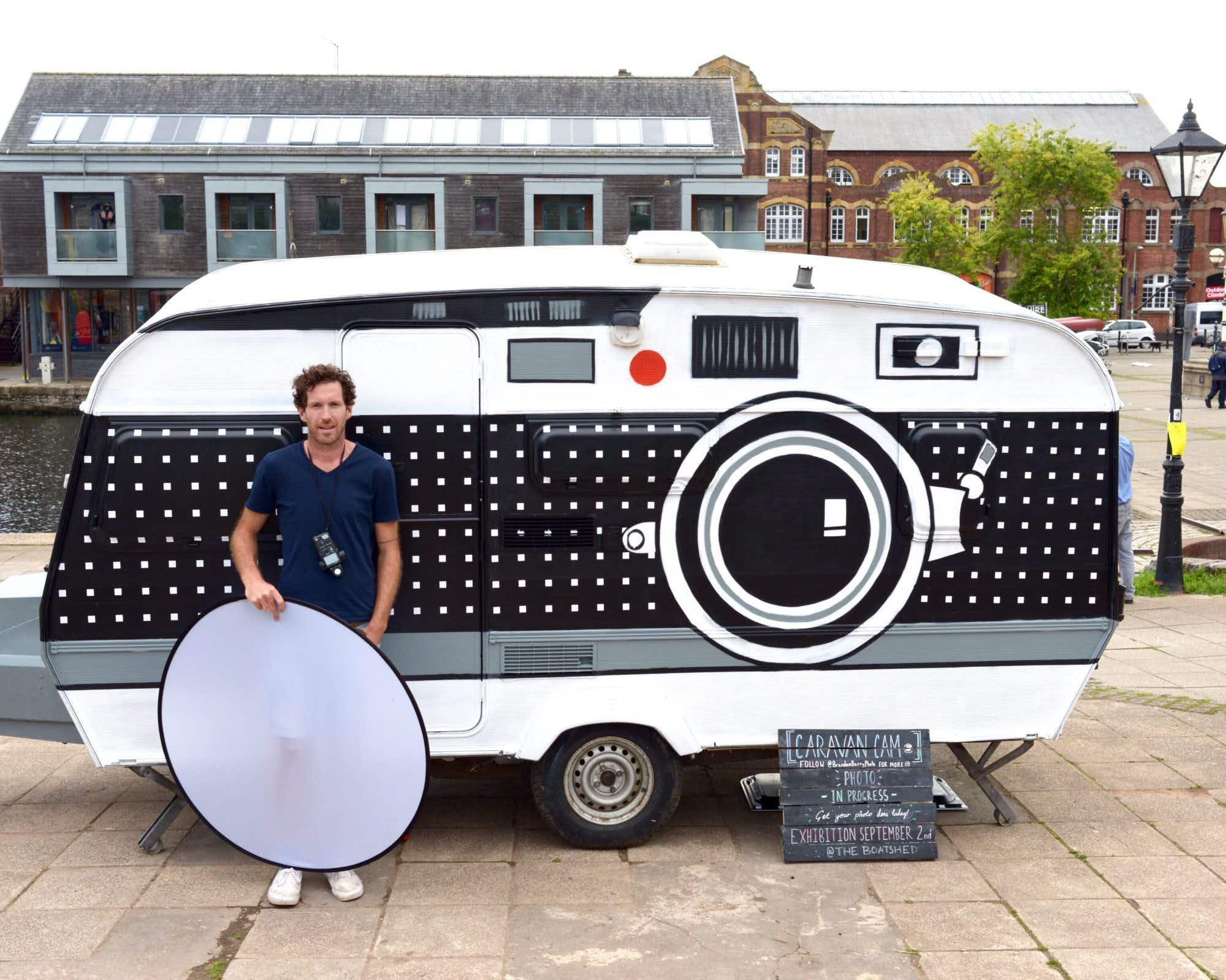 See how this old caravan was transformed into an enormous camera