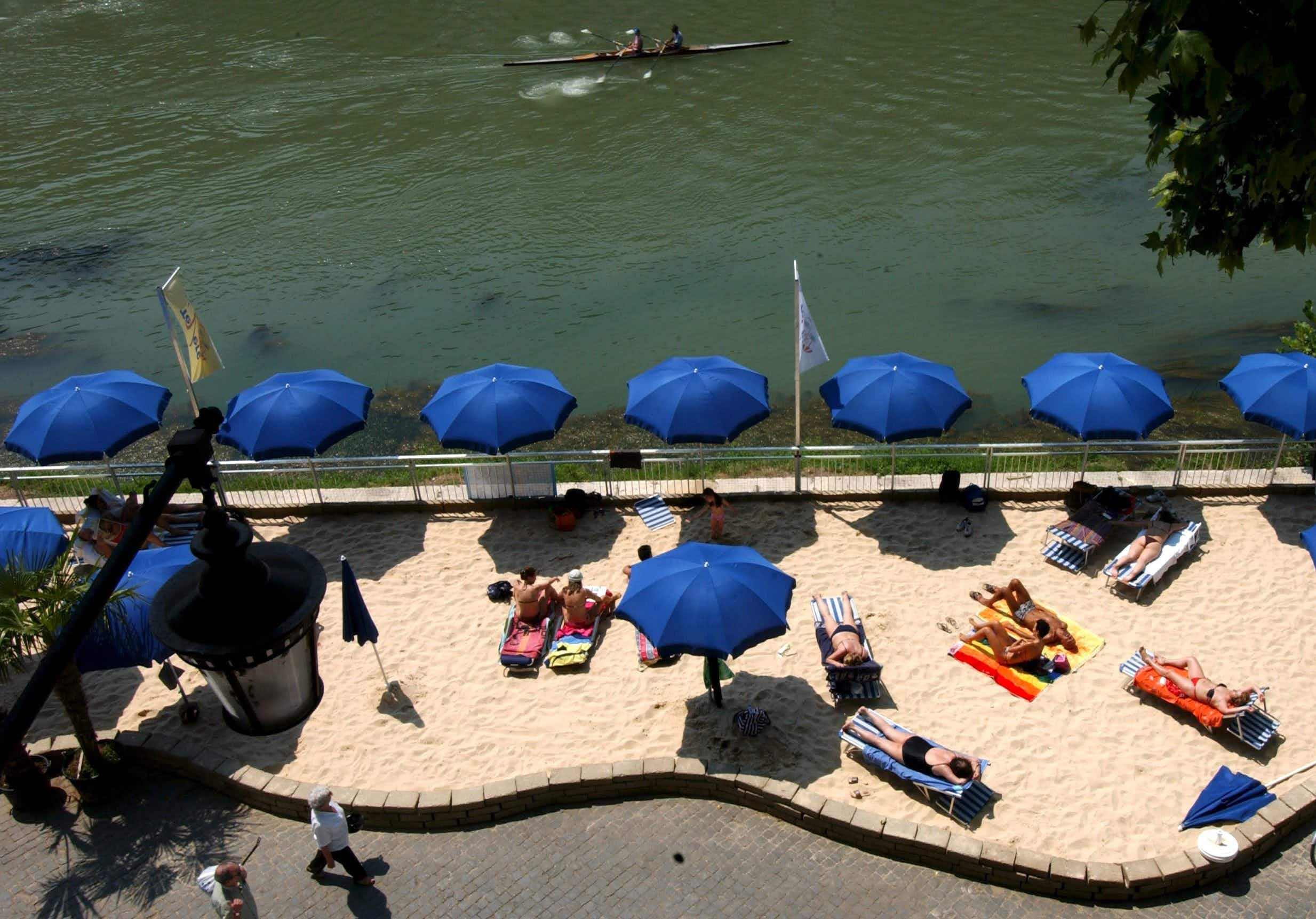 Rome may get a sandy beach on the banks of the Tiber next summer
