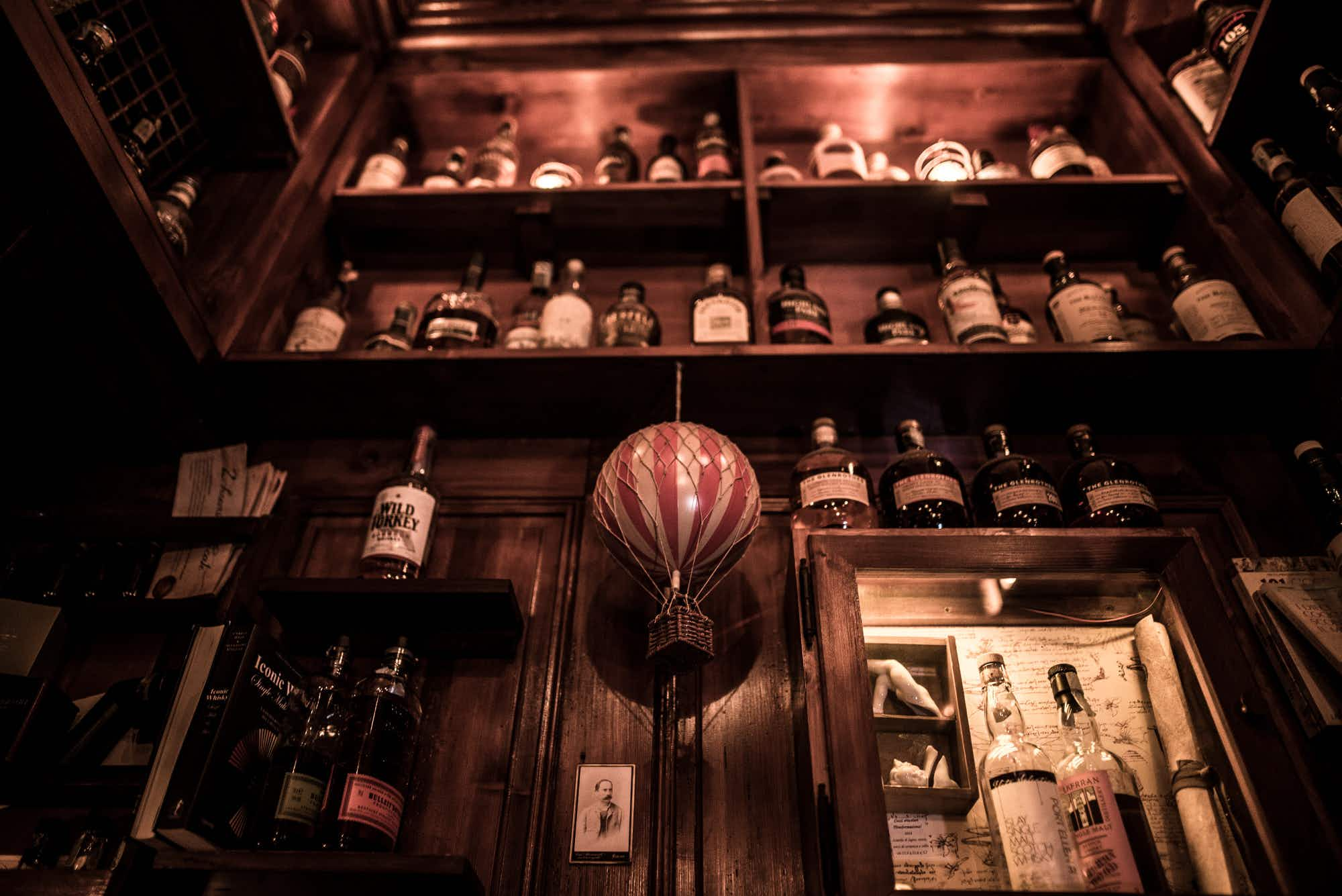 Is Milan's Backdoor 43 the smallest bar in the world?
