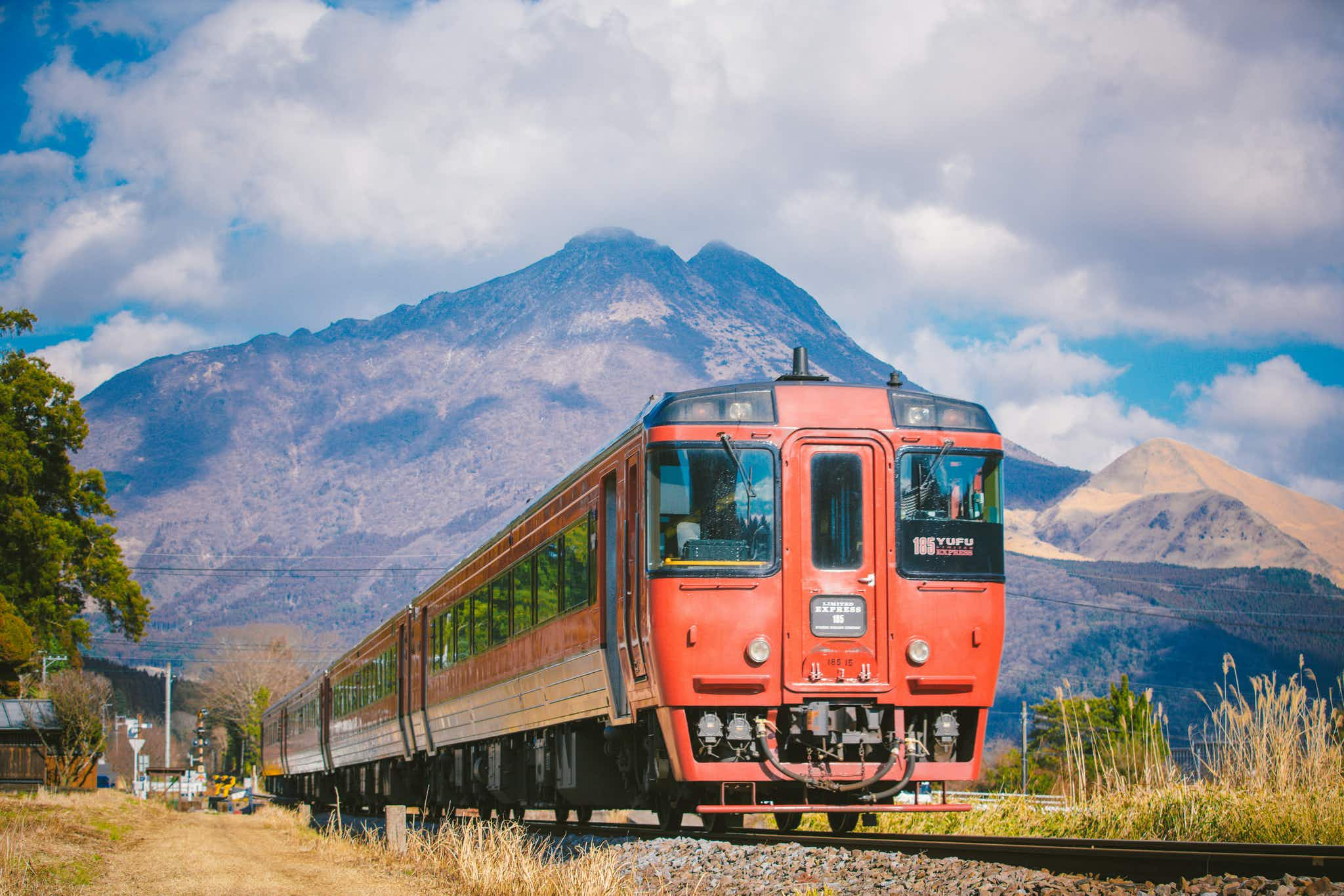 Why does this Japanese train bark like a dog and snort like a deer?