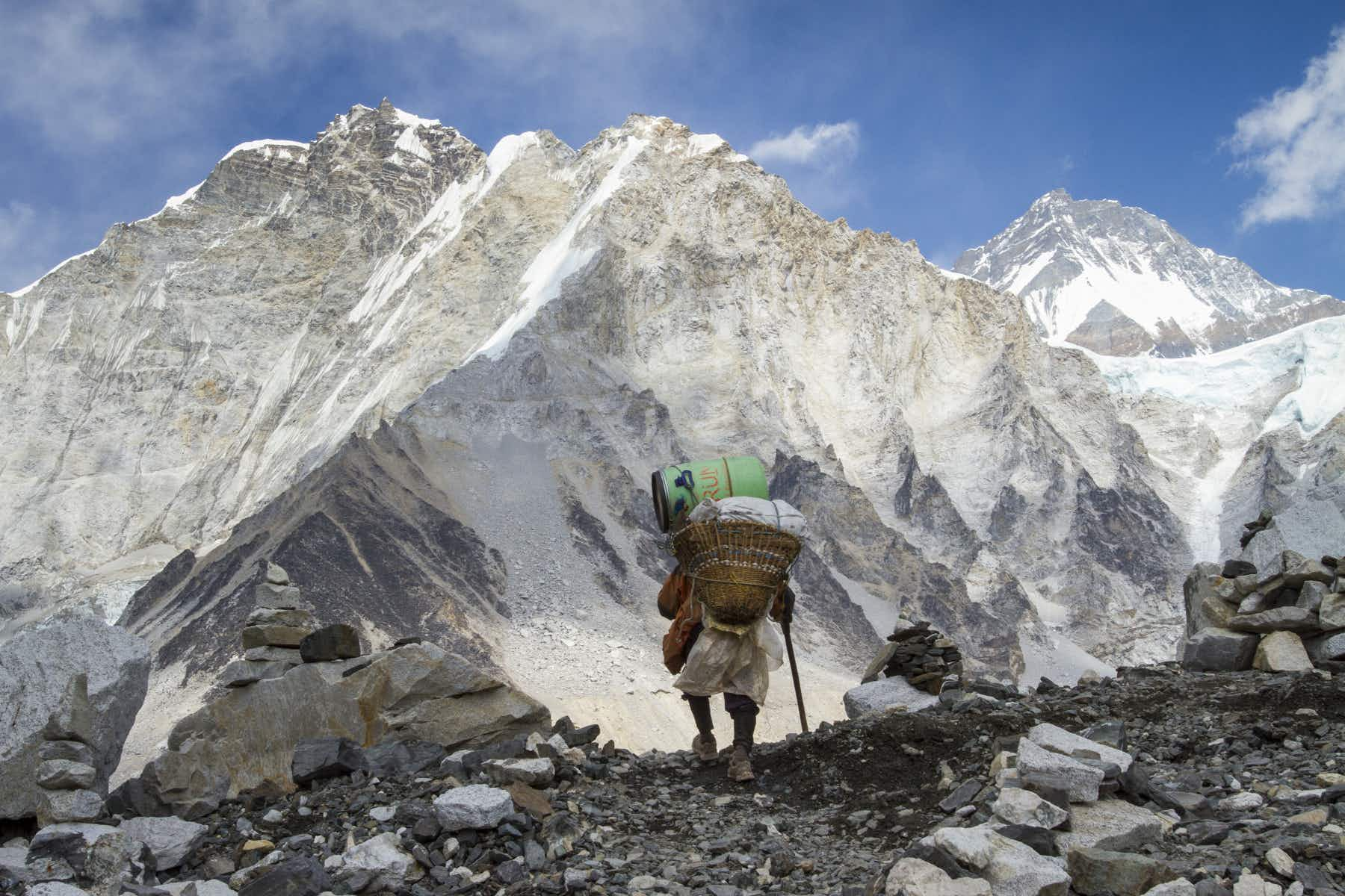 Solo climbers no longer allowed to climb Mount Everest for safety reasons