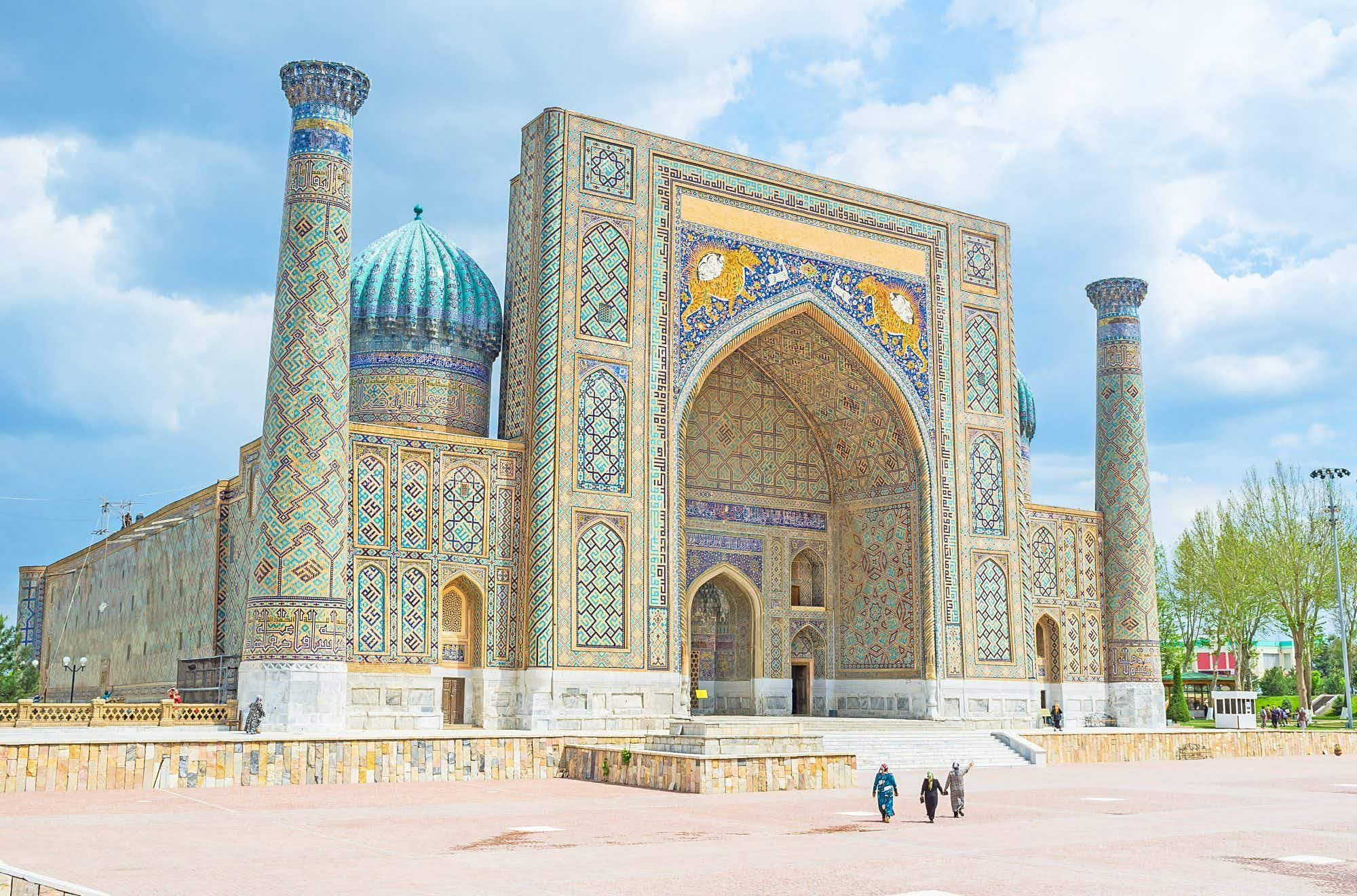 Uzbekistan goes visa-free for seven nationalities