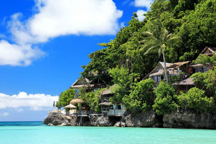 Popular Philippines island set to close to tourists for a clean-up