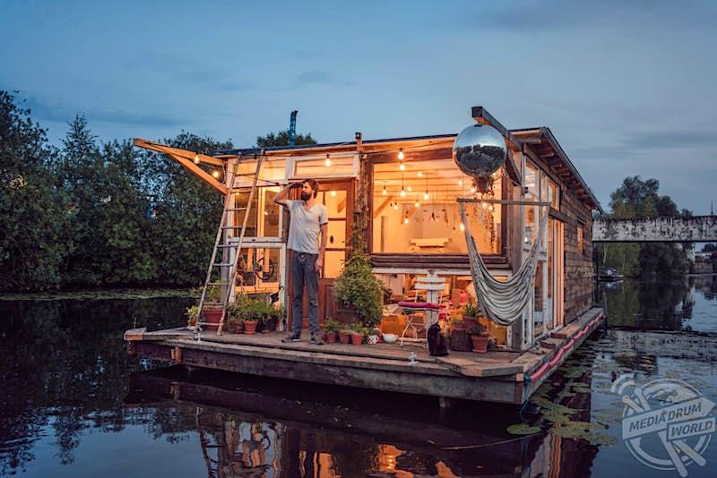 Travel News - Homemade Houseboat