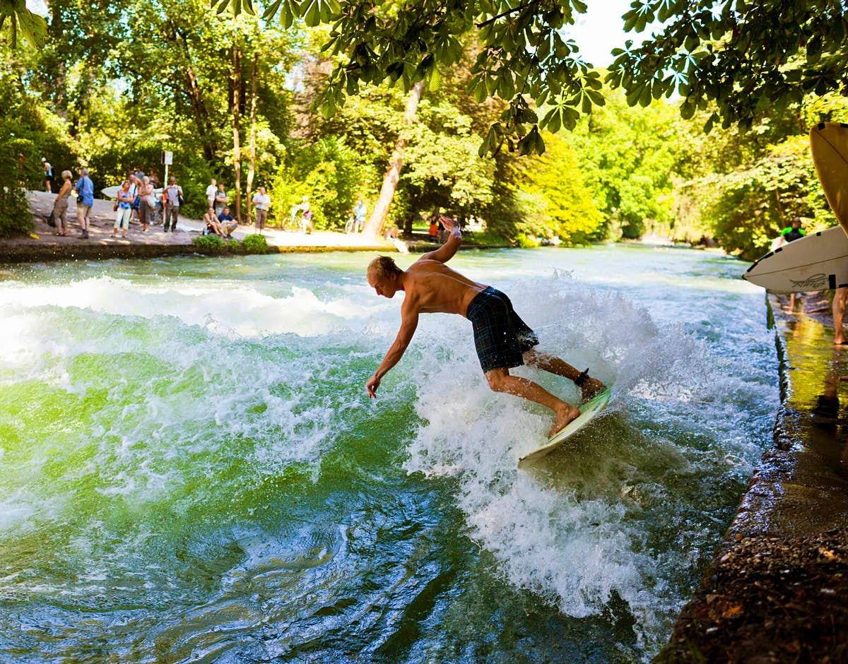 Even the cold weather doesn't deter daredevils from Munich's most famous surfing spot