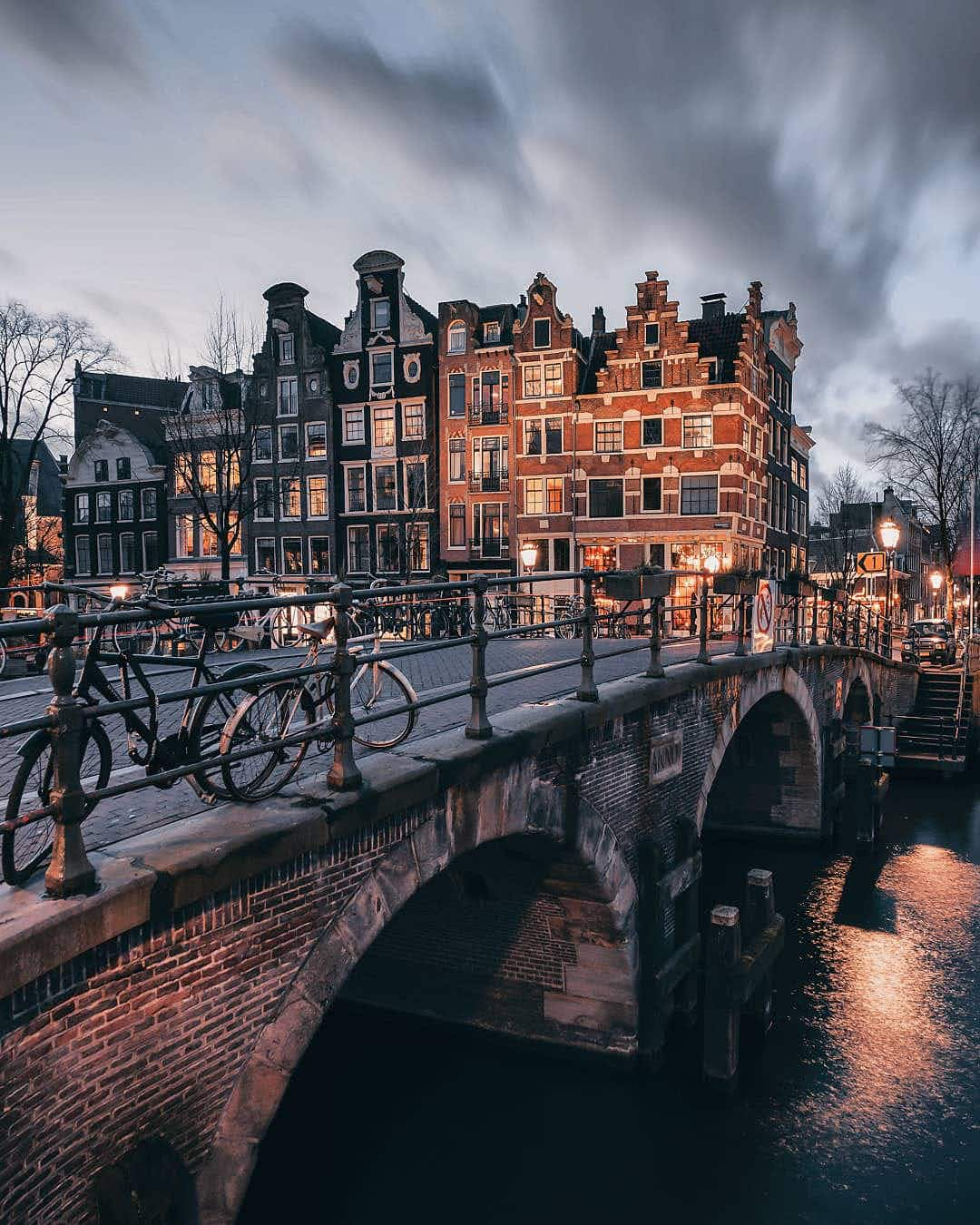 See the canals of Amsterdam looking eerily quiet