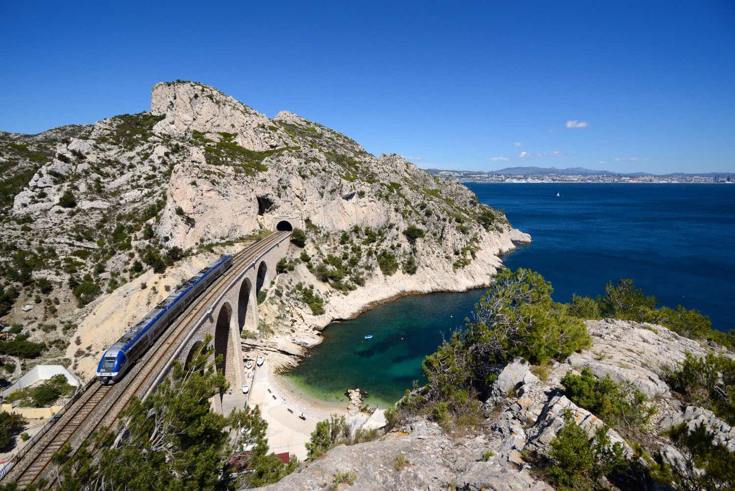 You will soon be able to hike along a stunning 60 km route from Marseille to Martigues