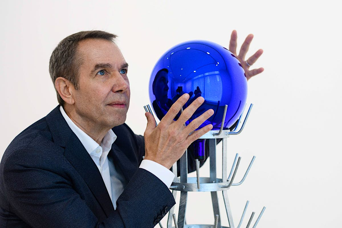 Oops! A visitor accidentally smashes a Jeff Koons' artwork in Amsterdam