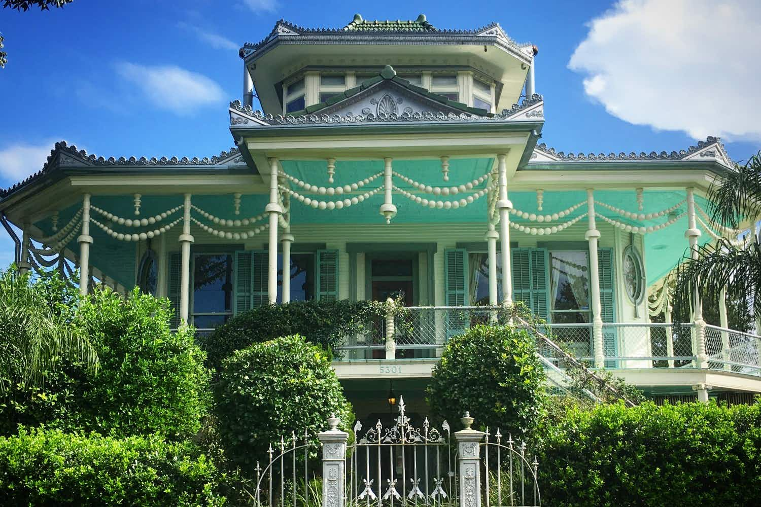 Enjoy the history and architectural treasures of New Orleans via this Instagram account