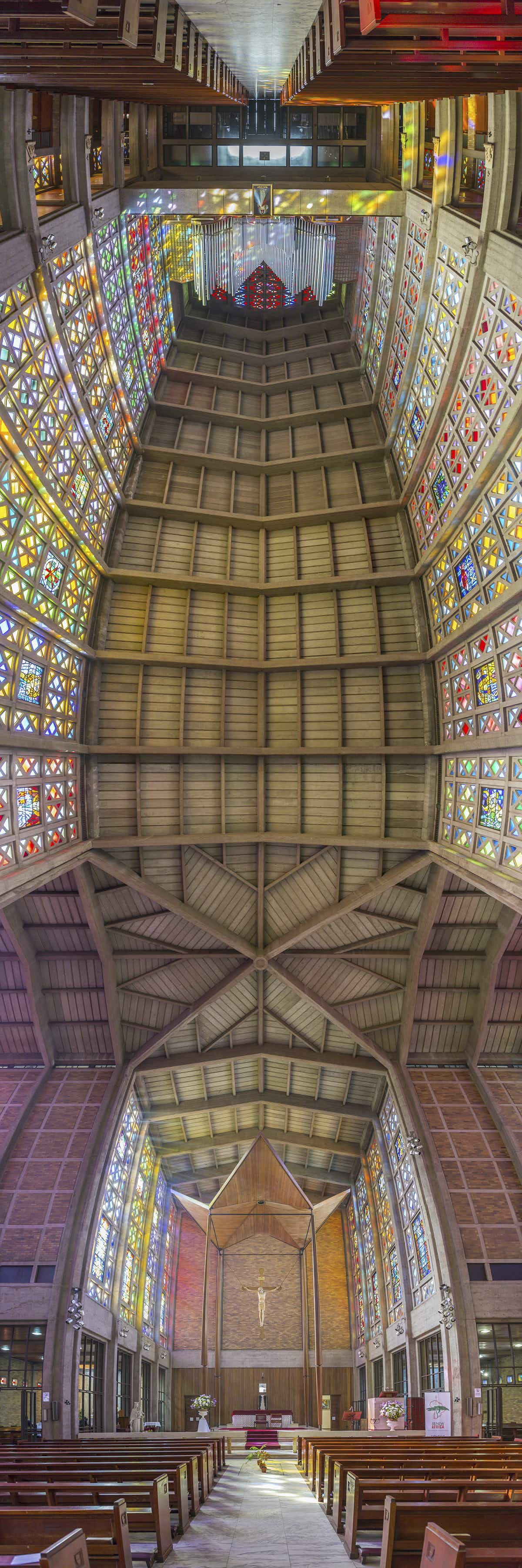 See the world's magnificent cathedrals in their entirety with this panoramic photo series