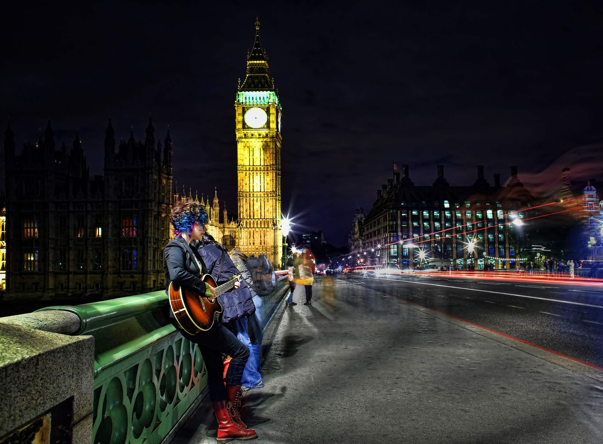 Travellers in London can soon pay buskers with contactless cards