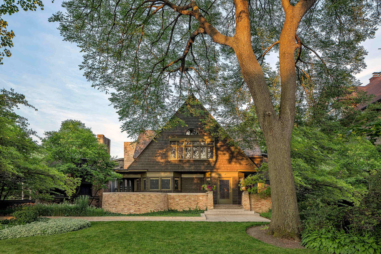 Explore the legacy of Frank Lloyd Wright through Illinois
