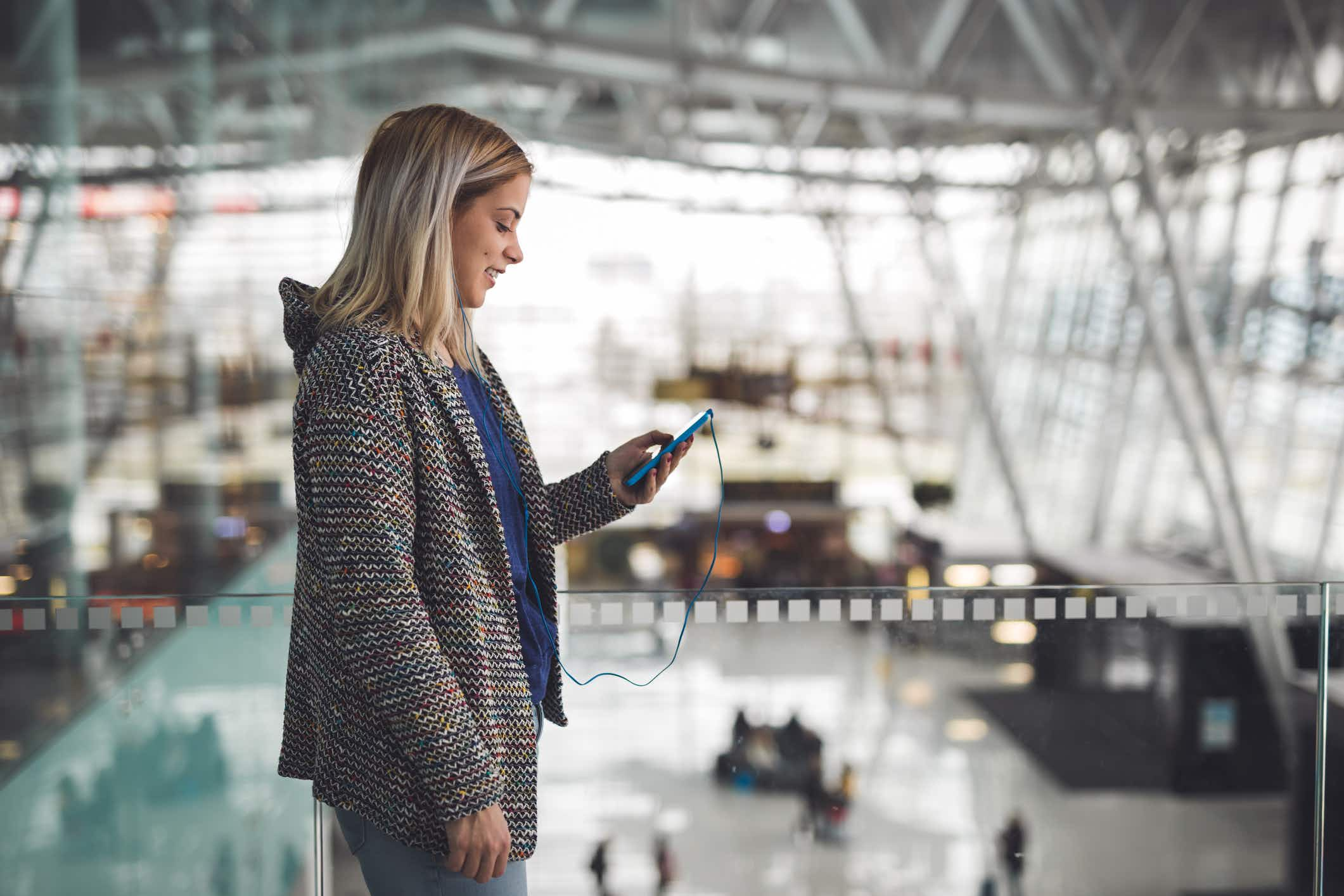 Which airports have the fastest free Wi-Fi in North America?
