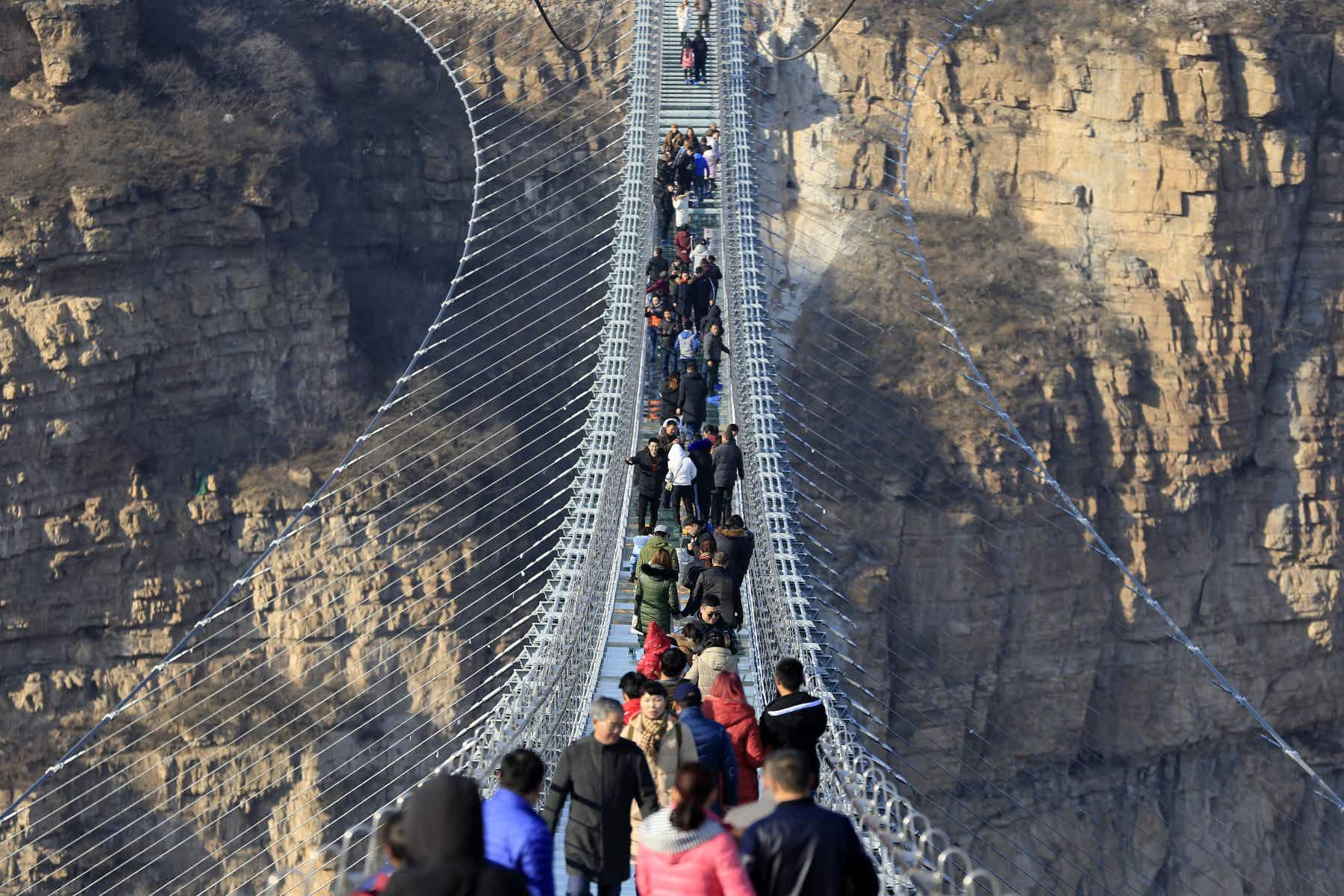 Defy gravity on China's new record-breaking glass bridge