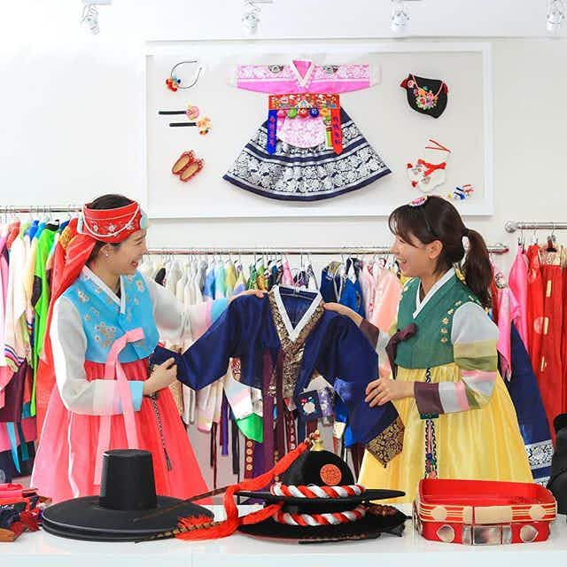 Meet K-pop stars, try Korean food and make your own traditional clothing all in one spot
