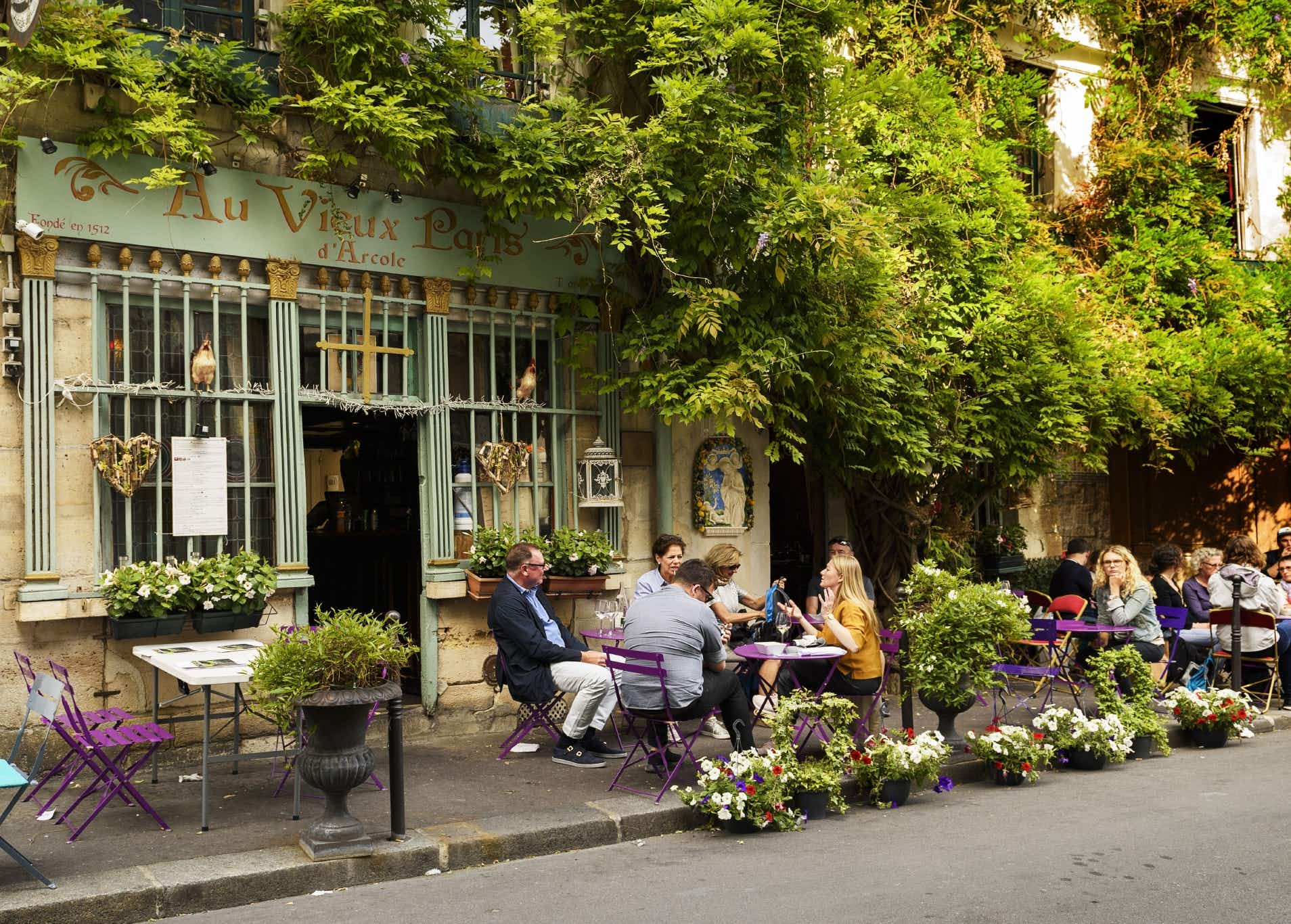 Parisian bistros and cafes seek Unesco 'intangible cultural heritage' status